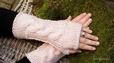 Rosa Traum - Armstulpen mit Zopfmuster #new #stulpen #strickparadies #fashion #forwoman #woman #trending #model #diy #xmas #christmas #giftideas #beauty #accessoires #girl #love #friends #socken #decor #design #art