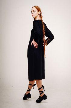 Красота — это то, что в тебе видят все и сразу. А сексуальной можно почувствовать себя, просто надев красивую одежду и сказав себе: «Эй, а я сексуальна!»😎 Скарлетт Йоханссон ю . #ALTRASTYLE #АльтраСПБ #Альтра #Spb #Streetstyle #Clothing #Details #Model #Fashion #Designer #Уличнаямода #spb_petersburg #людипитербурга #стильпитер #теплоеплатье #платьеназиму #длинноеплатье #платьеспб #модноеплатье