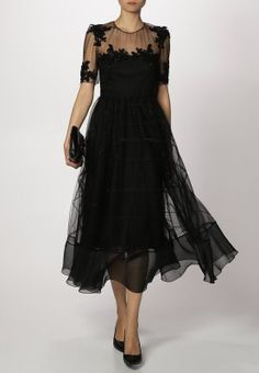 Anybody going to a ball with their soldier? Marchesa, Vintage Looks, Style Inspiration, My Style, Outfits, Beautiful, Black, Ww2, Dresses