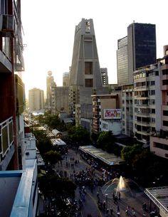 Sabana Grande y su Imponente Torre de la Previsora..#Caracas, #Venezuela