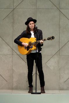 All eyes on James Bay | Harper's Bazaar