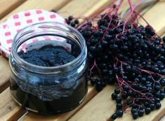 This is a jam that is also healthy as its ingredients are similar to elderberry syrup, which is used to help prevent the flu or hasten recovery if one already has the condition. Elderberry Jam, Elderberry Recipes, Elderberry Ideas, Jam Recipes, Canning Recipes, Homemade Pickles, Natural Kitchen, Eat Seasonal, Food Club