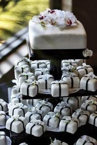 """# 4   small cake for bride and groom, """"packages"""" for guests"""