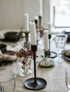 A stylist's guide to creating a festive table setting - IKEA Hygge Christmas, Winter Christmas, Winter Engagement Party, Ostern Party, Winter Table, Winter Light, Deco Table, Decoration Table, Fiestas