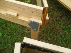 Off The Reservation: Homemade wooden bed frame Folding Bed Frame, Folding Beds, Cama Box, Bed Frame Design, Bed Design, Wood Projects, Woodworking Projects, Woodworking Plans, Spare Bed