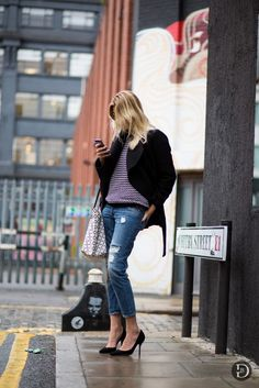 Outfit Ideas for a Casual First Date Knit Sweater + Distressed Denim 15 Charming Outfit Ideas for a Casual First Date via Street Style, Street Chic, Fashion Mode, Womens Fashion, Fashion Addict, Paris Fashion, Style Fashion, First Date Outfits, Garance