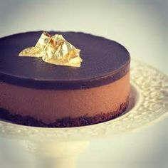 Gold Chocolate Dessert - Bing Images Purple Desserts, Chocolate Desserts, Bing Images, Cheesecake, Gold, Dessert Chocolate, Dessert Ideas, Cheesecake Cake, Cheesecakes