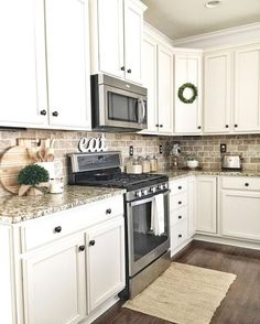 Rustic Farmhouse Kitchen Decoration Ideas – TRENDUHOME – Farmhouse kitchen style will be perfect idea if you want to have family gathering in your kitchen during meal time. There are a lot of ideas in decora… - White N Black Kitchen Cabinets Farmhouse Style Kitchen, Kitchen Redo, Home Decor Kitchen, Rustic Kitchen, Home Kitchens, White Kitchen Decor, Rustic Farmhouse, Farmhouse Ideas, Country White Kitchen