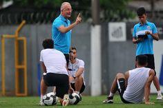 Sem volantes, Santos relaciona 20 jogadores para enfrentar o Audax #globoesporte  http://santosjogafutebolarte.comunidades.net/seu-placar-de-santos-x-audax