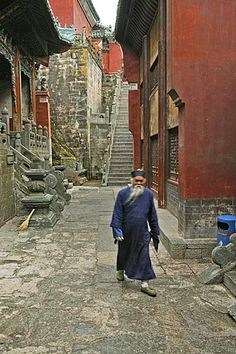 Elderly taoist monk in an alleyway in the village Wudang Shan, Taoist mountain, Hubei province, Mount Wudang, birthplace of Tai chi, China