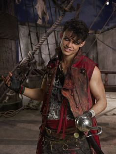 Kenny Ortega Says You'll Fall In Love With Uma's Gang of Pirates in 'Descendants Photo China Anne McClain, Dylan Playfair and Thomas Doherty are about to become your favorite pirates ever. The three newcomers to the Descendants family star as… Descendants Characters, Disney Descendants 2, Descendants Cast, Descendants Costumes, High School Musical, Disney Villains, Disney Movies, Dove And Thomas, Harry Hook
