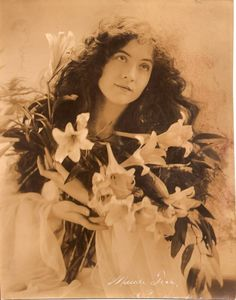 vintage photo woman with Lillies