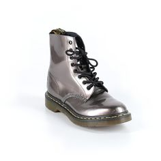 Pre-owned Dr. Martens Boots Size 7: Gray Women's Shoes (62 SAR) ❤ liked on Polyvore featuring shoes, boots, grey, gray boots, dr martens shoes, grey boots, grey shoes and pre owned shoes