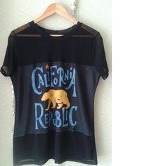 T-shirt de telinha e prints descolados pode ser o #musthave do seu armário! Vem logo buscar a sua peça!    📱@modaourovelho 🌐www.modaourovelho.com  #ourovelho #modaourovelho #t-shirt #lookbook #atacado #varejo #modamineira #mulhermoderna #bemvestida #boutique #modafeminina #inverno2017