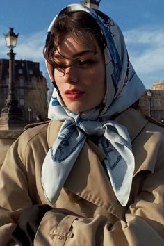 Ways To Wear A Scarf, How To Wear Scarves, Mode Outfits, Fashion Outfits, Womens Fashion, Girl Photography, Fashion Photography, Head Scarf Styles, Mode Vintage