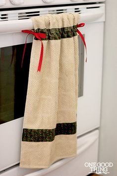 This hanging dish towel is easy for beginner sewers to make.