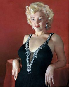 the most beautiful pictures of Marilyn Monroe at DuckDuckGo Hollywood Glamour, Hollywood Actresses, Classic Hollywood, Actors & Actresses, Hollywood Star, Vintage Hollywood, Saint Yves, Marilyn Monroe Photos, Marylin Monroe