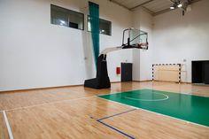 Profesjonalna konstrukcja jezdna do koszykówki Spalding Ping Pong Table, Home Decor, Interior Design, Home Interiors, Decoration Home, Interior Decorating, Home Improvement