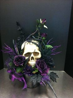 Creepy purple skull custom floral by Andrea for Michaels Round Rock halloween centerpieces Fröhliches Halloween, Halloween Flowers, Adornos Halloween, Holidays Halloween, Halloween Themes, Gothic Halloween, Michaels Halloween, Classy Halloween, Halloween Wedding Centerpieces