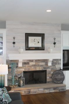 Great room with shiplap and stone fireplace – Anthony Thomas Builders – Anthony … Grande sala com shiplap e lareira de pedra – Anthony Thomas Builders – Anthony Thomas Builders Fireplace Redo, Shiplap Fireplace, Farmhouse Fireplace, Fireplace Remodel, Living Room With Fireplace, Fireplace Ideas, White Mantle Fireplace, Stone Fireplace Decor, Fireplace Mantels