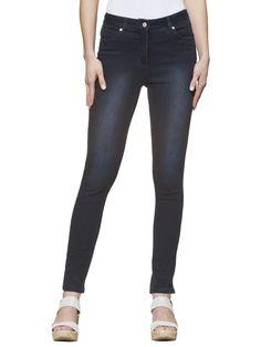 Jeans im super skinny 5-Pocket-Stil mit Gürtelschlaufen. Die Stretchqualität bietet besonderen Tragekomfort. Sehr figurbetonte Form mit normaler Leibhöhe, Schrittlänge in Gr. 38 ca. 77 cm, Saumweite ca. 16 cm. Obermaterial: 58% Baumwolle, 27% Polyester, 14% Viskose, 1% Elasthan, waschbar...
