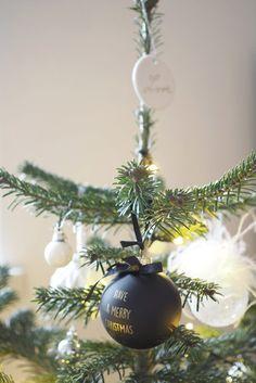 Joulunpunainen ja kuusenvihreä joulusisustus