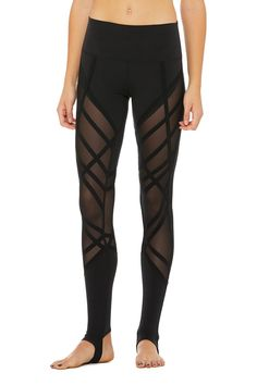 The High-Waist Wrapped Stirrup Legging is a forward-thinking staple. This legging features a unique mesh paneling and offers ultimate breathability. Stirrup Leggings, Women's Leggings, Black Leggings, Best Yoga Leggings, Yoga Pants, Gym Clothes Women, Wear Test, Ballet, 4 Way Stretch Fabric
