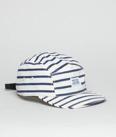 The Norse Projects Nautical 5 Panel Cap harnesses a classic maritime aesthetic with standard features in the form of an adjustable rear strap, two ventilation holes and a front-located Norse label as always.