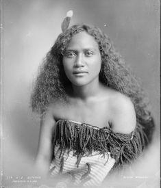 Beautiful Maori girls and women photos) Polynesian People, Polynesian Culture, Maori People, Tribal People, Maori Designs, Native American Wisdom, Maori Art, People Of The World, Illustrations
