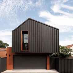 The 25 Minute Rule For The Best Modern Garage Door Design Ideas 22 - homeexalt House Cladding, Exterior Cladding, Facade House, Modern Garage Doors, Garage Door Design, Custom Home Designs, Custom Homes, Architecture Awards, Modern Architecture
