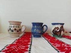 Hand Painted Ceramic Cups, Rustic Terracotta Pottery #Pottery #ClayMugs #RusticDecor Vintage Farmhouse Decor, Vintage Kitchen Decor, Rustic Decor, Rustic Stools, Wooden Stools, Vintage Props, Vintage Wood, Rustic Cutting Boards, Primitive Kitchen Decor