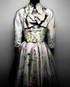 Cristobal Balenciaga Spanish 18951972 Ensemble 195556 White silk taffeta handpainted with polychrome floral motifs Courtesy of The Henry Ford Dearborn Michigan Photograp. 1940s Fashion, Timeless Fashion, Vintage Fashion, Taffeta Dress, Silk Taffeta, Vintage Dresses, Vintage Outfits, 1950s Dresses, Vintage Balenciaga