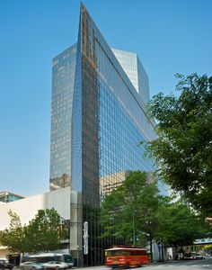 Set in the center of the Queen City, Omni Charlotte Hotel offers luxurious amenities, delicious dining and sweet Southern hospitality. Book a room today. Hotels In Charlotte Nc, Downtown Charlotte, Holiday Destinations, Travel Destinations, Rooftop Pool, Travel News, Travel Themes, Staycation, Hotels And Resorts