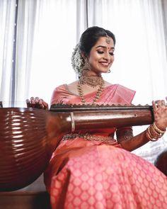 51 Most Beautiful Indian Bridal Makeup Looks and Clothing Ideas - Dulhan Images - AwesomeLifestyleFashion Kerala Hindu Bride, Kerala Wedding Saree, Bridal Sarees South Indian, Indian Bridal Photos, Indian Bridal Outfits, Indian Bridal Makeup, Indian Bridal Fashion, South Indian Bride, Indian Bridesmaid Dresses
