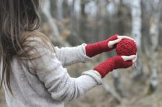 Sweet simple crocheted mitts. Link does not lead to pattern but could probably find something similar on Rav.   via Fler.cz