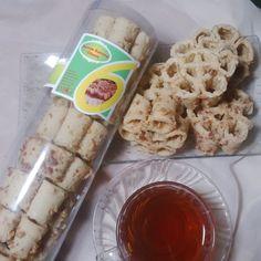 Seroja Kacang Seroja kacang adalah Cemilan Khas Tasikmalaya yang sangat populer di tasikmalaya yang terbuat dari tepung dan kacang tanah asli.  For Order :  SMS/WA/Tlp: 083872942790 BBM : 263F7B81  #Seroja #Seroja kacang #Cemilanenak #Kriuk #TutugOncom #TutugOncomInstan #BumbuNasiTutugOncom #Khas #SambelCikur #Tasikmalaya