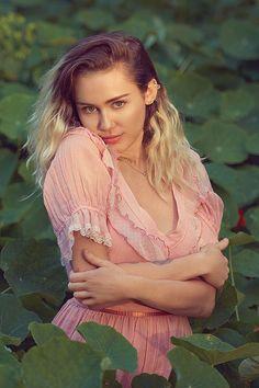 Miley Cyrus (2017)