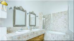 klasszikus stílusú fürdőszoba - Luxuslakások, házak Sweet Home, Sink, Bathtub, Mirror, Bathroom, Furniture, Home Decor, France, Chic