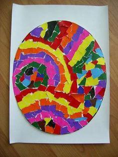 * Scheur verschillende kleuren sitspapier in kleine stukjes. Plak ze daarna in een patroon of willekeurig op een voorgedrukt ei A3 formaat! Klaar? Uitknippen en op een groot gekleurd vel plakken!
