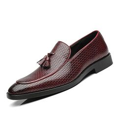 Italian Shoes For Men, Italian Loafers, Casual Leather Shoes, Casual Shoes, Leather Fashion, Leather Men, Branded Shoes For Men, Men Dress, Dress Shoes