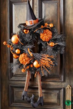 halloween wreaths Elegant Diy Halloween Wreaths Design-Arranging home furniture may be an intimidating task, there are lots of selections which exist. Halloween is among our favorite Diy Halloween, Image Halloween, Adornos Halloween, Halloween Projects, Holidays Halloween, Happy Halloween, Halloween Decorations, Halloween Wreaths, Holiday Wreaths