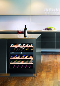 Liebherr, UWT 1682 – Undercounter built-in wine cellar, containing 34 bottles … - Home Technology Cave A Vin Design, Built In Wine Cooler, Grand Designs Live, Grand Kitchen, Cocinas Kitchen, Red Dot Design, Wine Cabinets, Home Technology, Wine Fridge