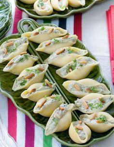 DES PÂTES FARCIES AU HERBES ET CRÈME FRAICHE - Simples et savoureuses, ces pâtes farcies à manger avec les doigts sont une bonne idée pour l'apéro.