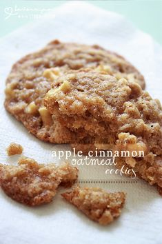 Hearts in My Oven: Apple Cinnamon Oatmeal Cookies looking food ideas Apple Desserts, Köstliche Desserts, Apple Recipes, Sweet Recipes, Delicious Desserts, Dessert Recipes, Yummy Food, Soup Recipes, Chocolate Cookie Recipes