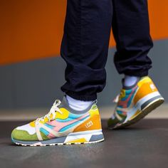 Release Date : July 2018 Diadora x Socks Saturno Wild Dove Credit : Afew — Source by fashion 2018 Kicks Shoes, Shoes Sneakers, Footwear Shoes, Mens Fashion Shoes, Sneakers Fashion, Fit Body Boot Camp, Diadora Sneakers, Sneaker Games, Latest Sneakers