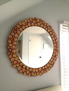 DIY mirror with wood slices.  Thinking about using something more colorful than wood slices around the border.