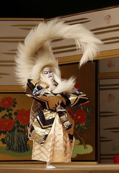 Now that's impressive. 歌舞伎 on the web 『春興鏡獅子』kagami-jishi