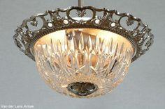 Klassieke plafonniere 24977 bij Van der Lans Antiek. Bekijk al onze exclusieve lampen op www.lansantiek.com