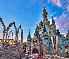 """novayorkevoce: """"O Roteiro em Orlando acostumado a dar as melhores dicas da cidade da Magia agora vai te ajudar a realizar o seu sonho de viajar para a Terra do Mickey. A @orangeviagens é a agência de viagens do grupo e é 100% especializada em Orlando. Siga @orangeviagens para cotar seu pacote."""""""