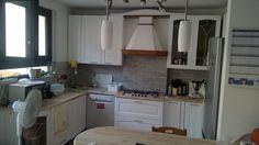 Ridipingere la cucina... Tocco fresco e moderno ad una cucina classica color legno naturale... Bianco satinato e maniglie nuove...